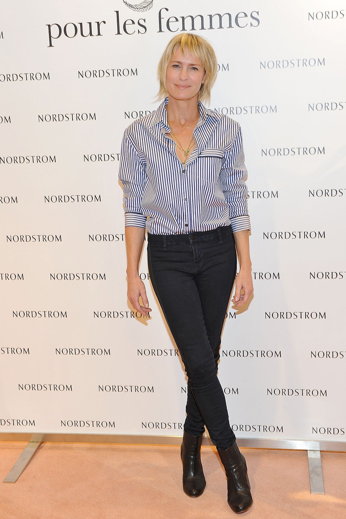 item 4, Gallery image. Robin Wright usando jeans.