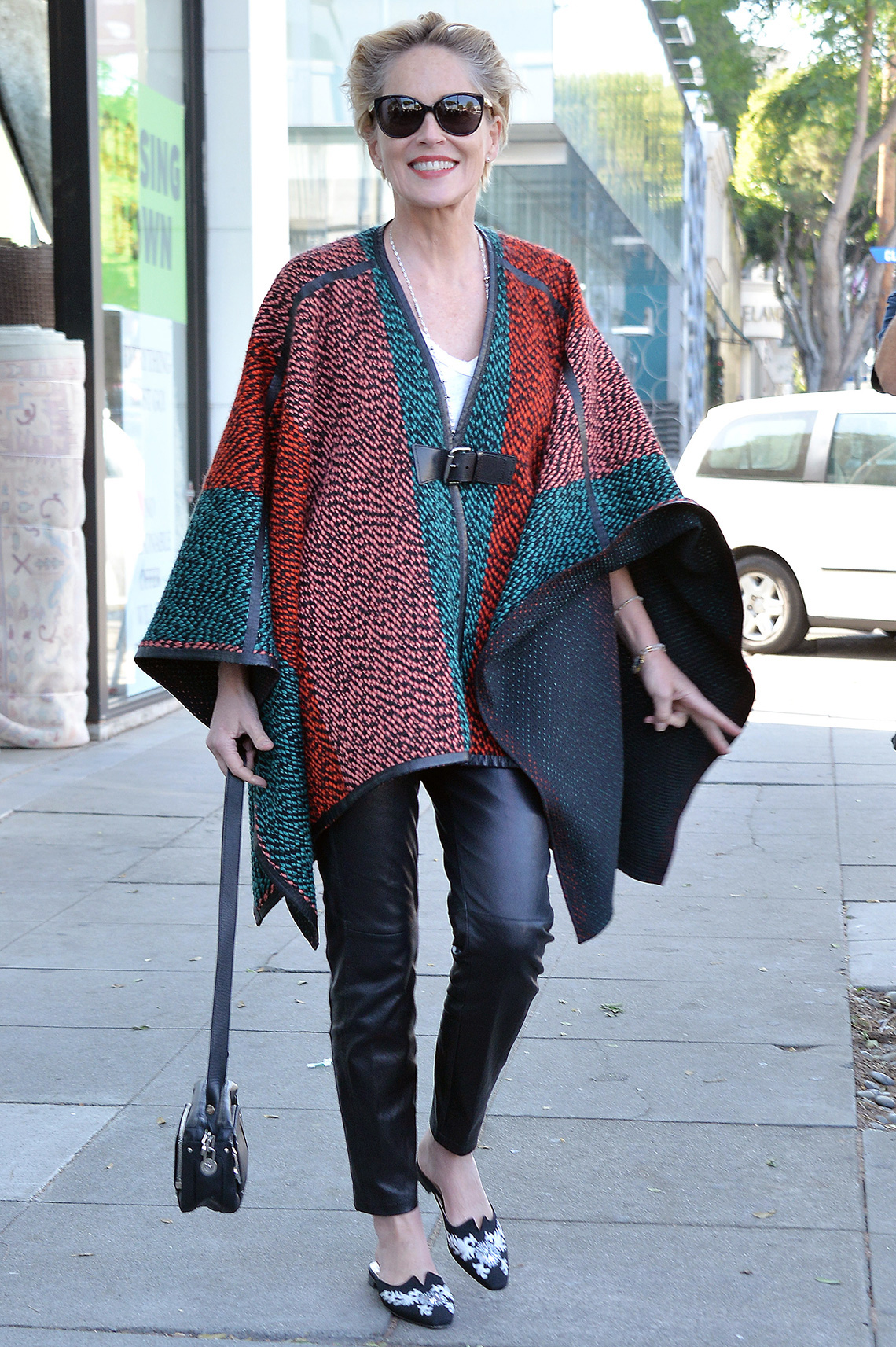 item 10 of Gallery image - Sharon Stone usando jeans