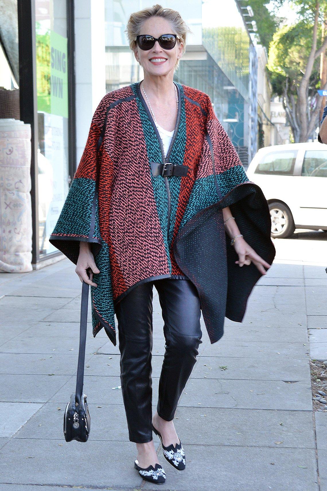 item 10, Gallery image. Sharon Stone usando jeans.