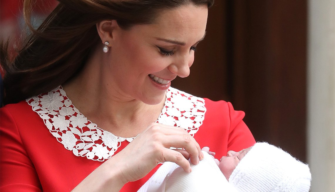 Catherine, Duchess of Cambridge departs the Lindo Wing with her newborn son at St Mary's Hospital on April 23, 2018 in London, England.
