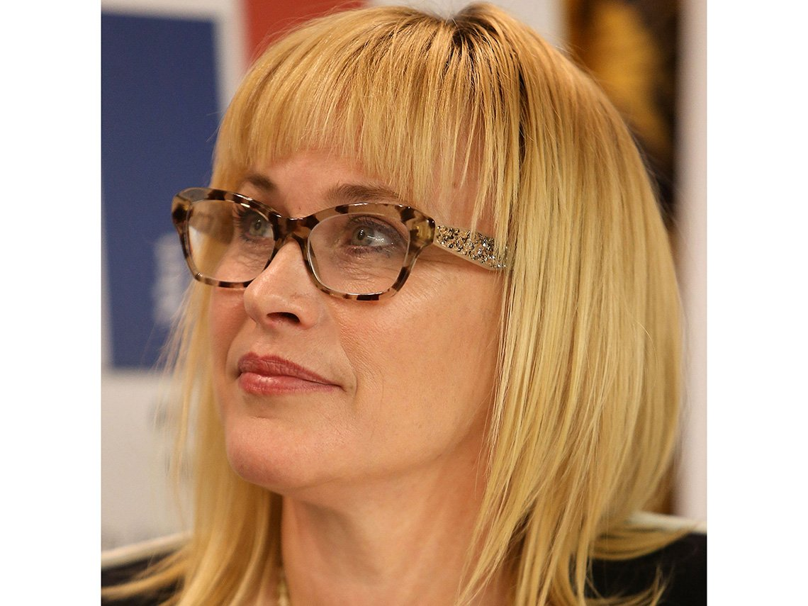 Patricia Arquette has a shapely twinkle going in large extended temple tortoise glasses with sparkle sidebars and eye-opening makeup.