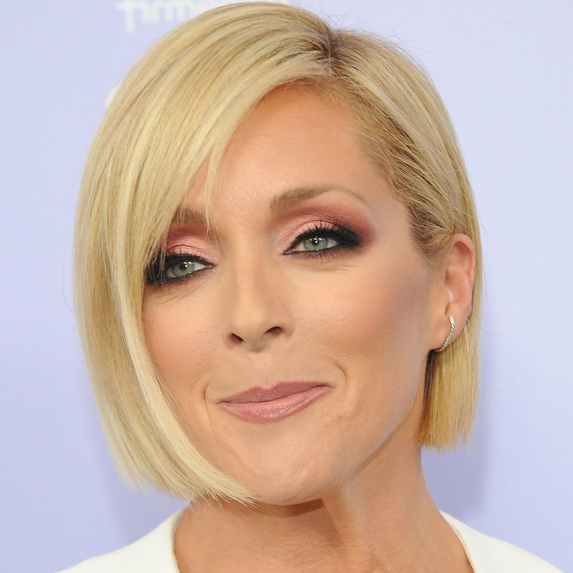 Jane Krakowski in easy-care new bob