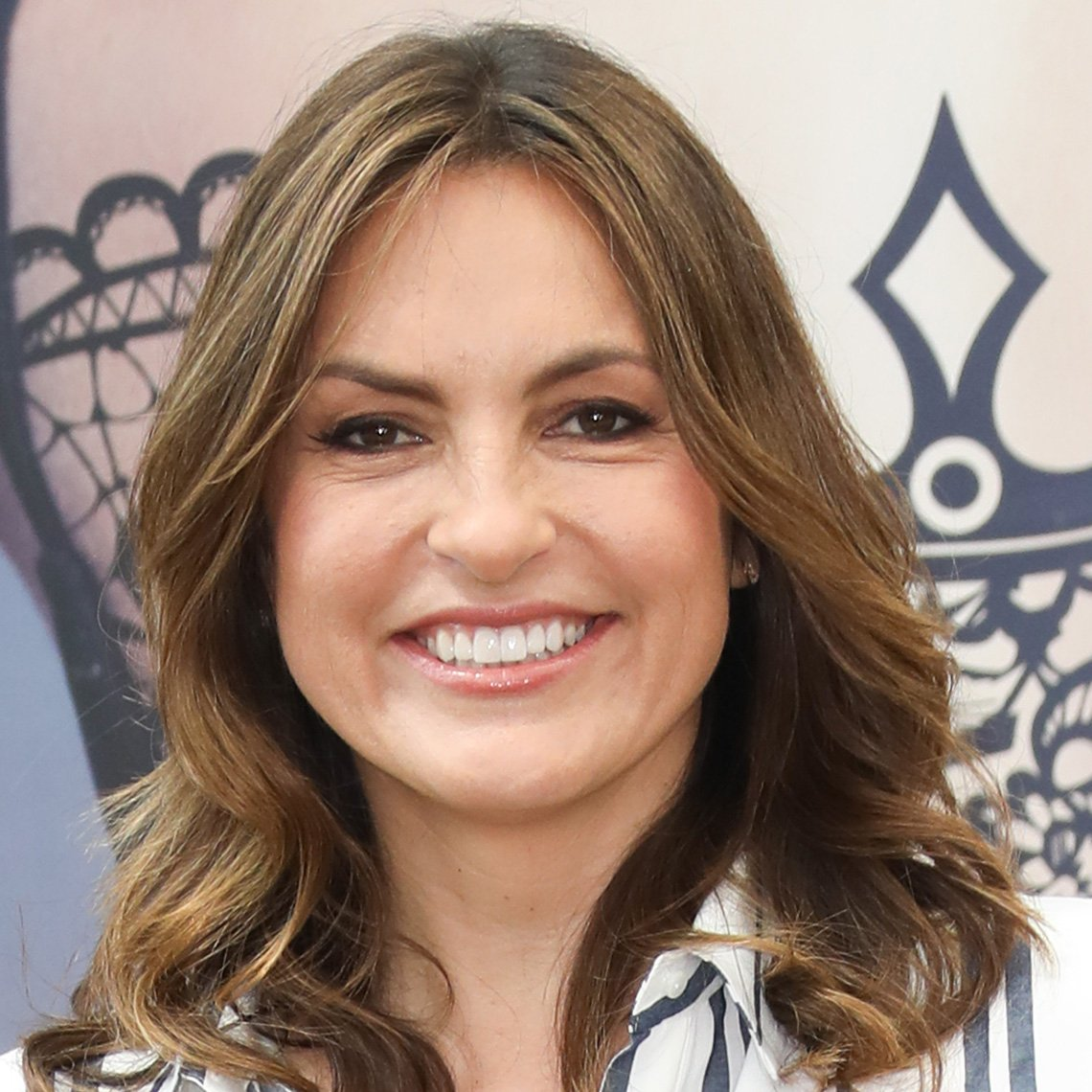 Mariska Hargitay with wavy highlighted hair