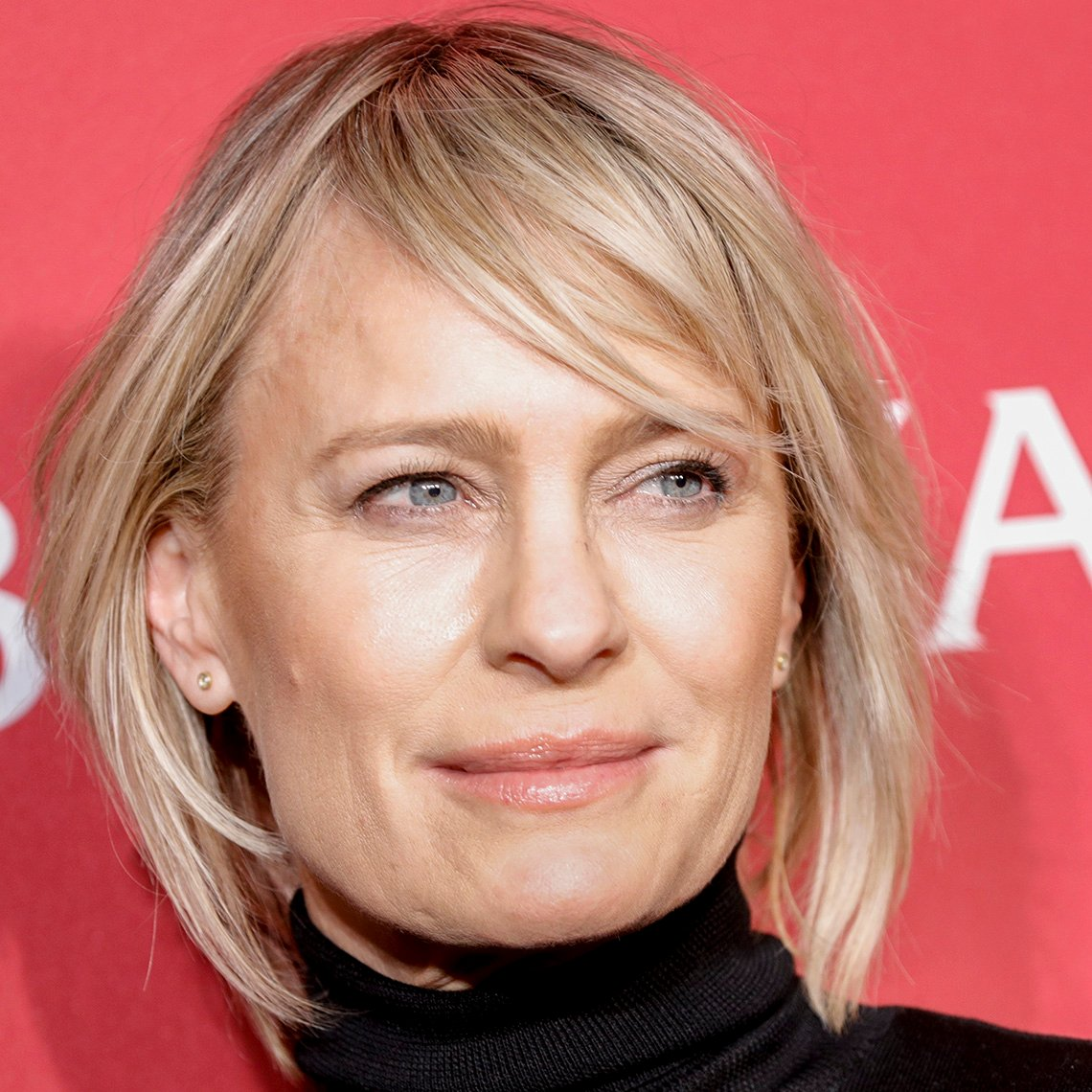 Robin Wright with a lean straight textured hairdo