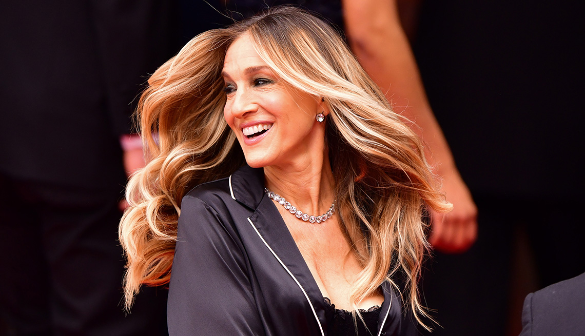 item 11 of Gallery image - Sarah Jessica Parker with darker hair roots.