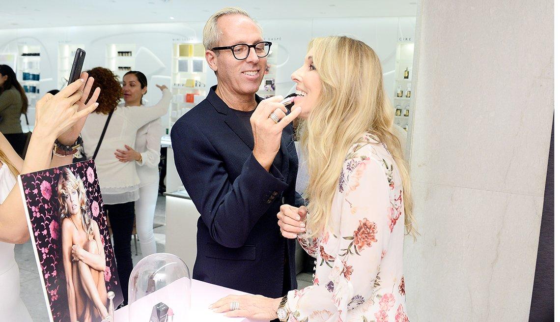 Tim Quinn applies makeup to Alana Stewart