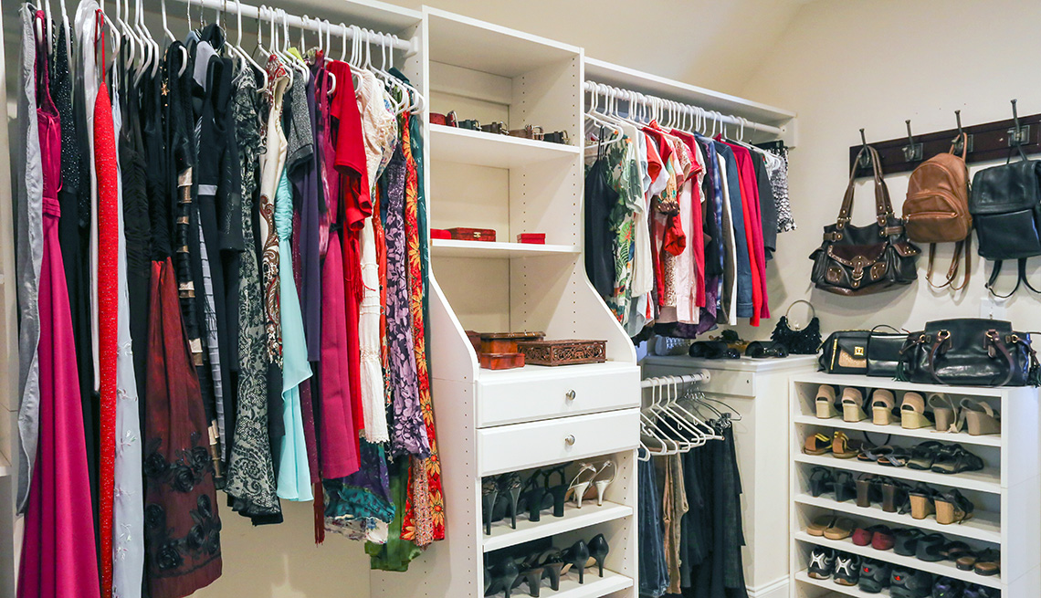 a0493df9c How to Organize Clothes and Shoes in Your Closet
