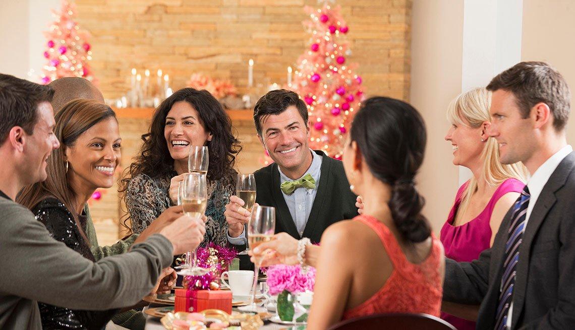 Personas en una cena de navidad