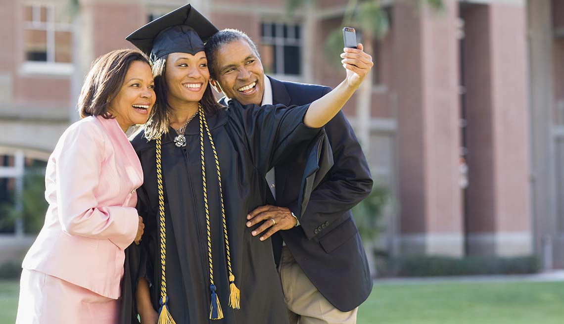 Family posing for a graduation photo