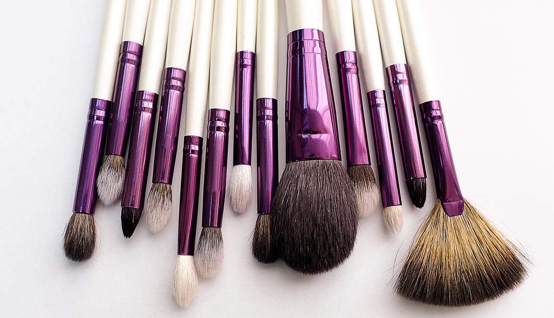 item 10 of Gallery image - Brochas de maquillaje de diferentes tamaños.