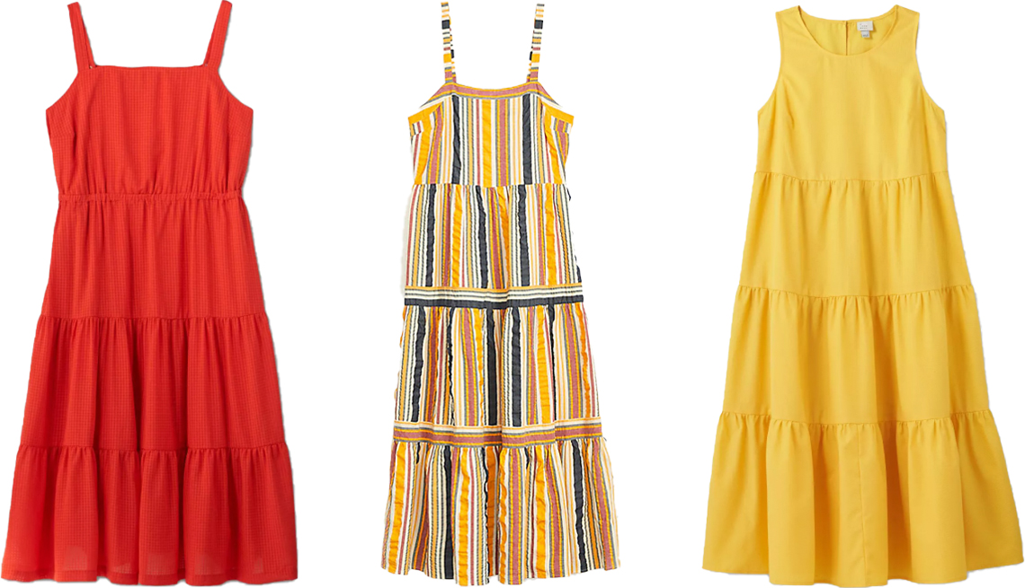 item 7 of Gallery image - (De izq. a der.) Vestido de verano escalonado sin mangas, de Ava & Viv, talla grande en rojo; vestido largo escalonado a rayas, de Loft; vestido escalonado sin mangas, de A New Day, en amarillo oscuro.