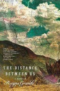 Escritora Reyna Grande con su nuevo libro - The Distance Between Us