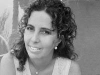 Retrato de la autora Batia Cohen, libro Una amapola entre cactus