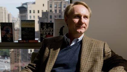 Escritor Dan Brown y su nuevo libro Infierno