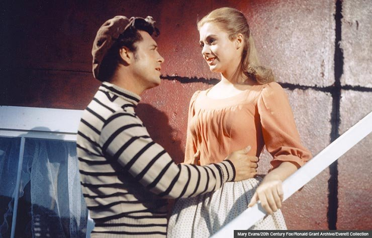 Actors Gordon MacRae and Shirley Jones in Carousel, 1956 (Mary Evans/20th Century Fox/Ronald Grant Archive/Everett Collection)