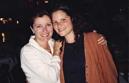 Actriz Kate Mulgrew con su primera hija Danielle, que dio en adopción