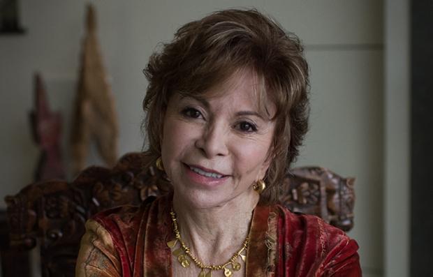 Retrato de la escritora chilena Isabel Allende por el lanzamiento de su nueva novela Más allá del invierno.