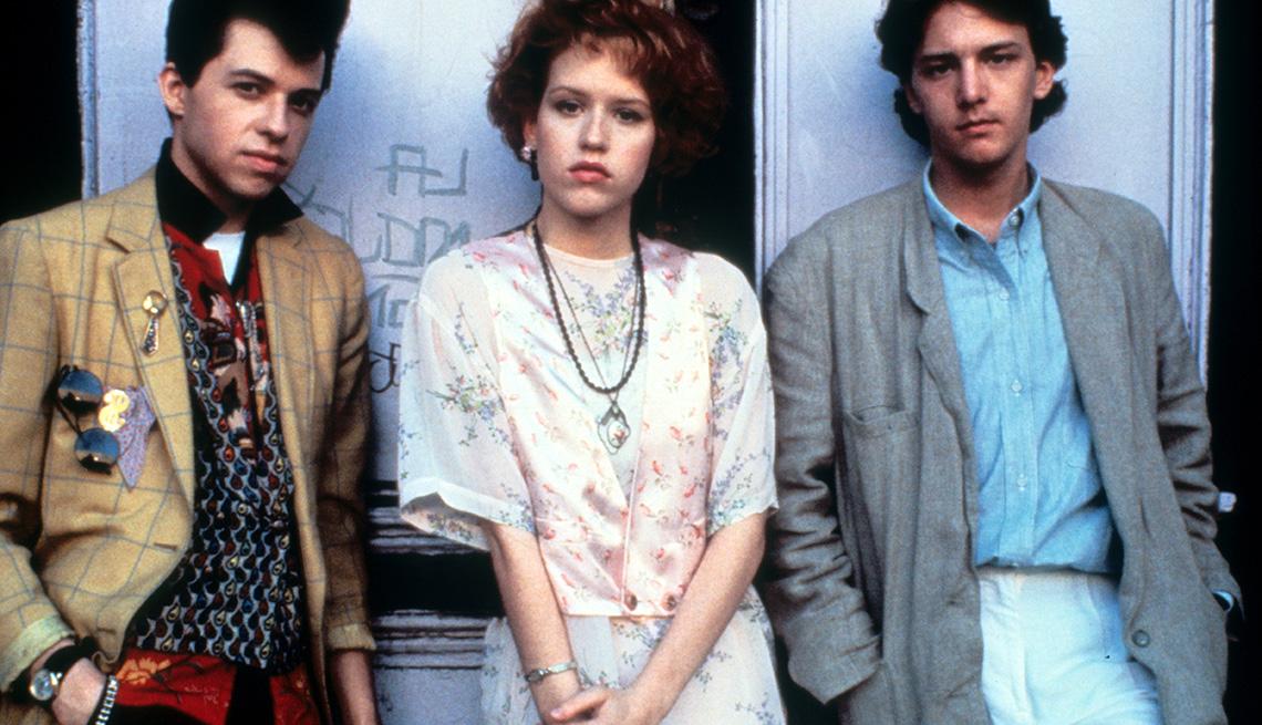 "Jon Cryer, Molly Ringwald y Andrew McCarthy en la película ""Pretty in Pink""."