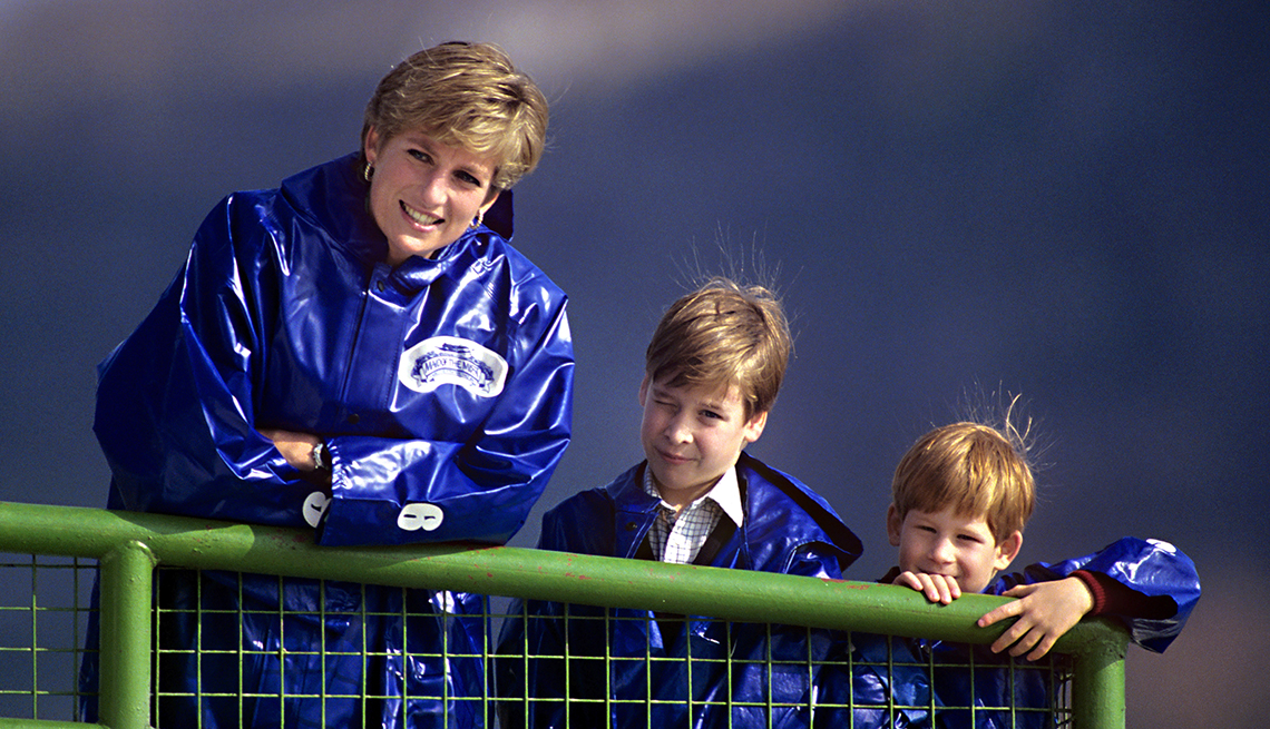 item 8 of Gallery image - Diana, The Princess Of Wales Takes Her Sons, Prince'S William, And Harry Out On The Boat 'Maid Of The Mist ' To View Niagara Falls.