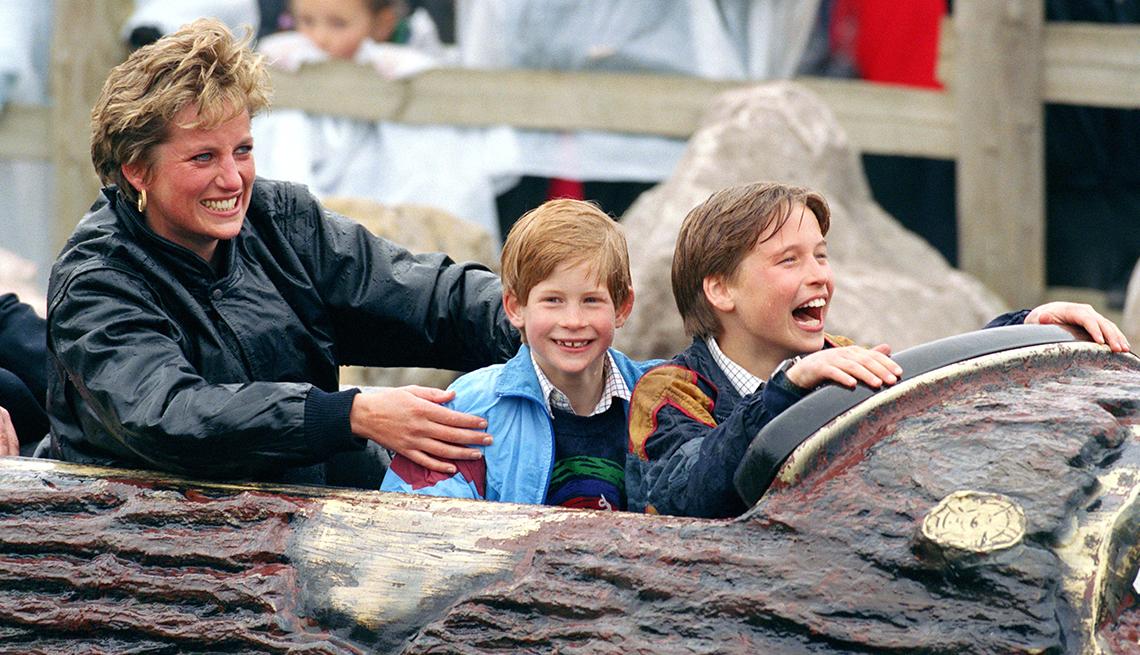 item 9 of Gallery image - Diana Princess Of Wales, Prince William & Prince Harry Visit The 'Thorpe Park' Amusement Park.