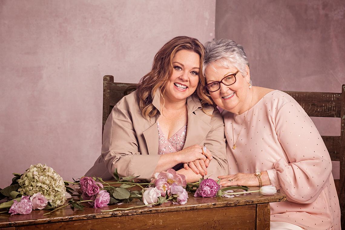 Melissa McCarthy sitting next to her mom Sandy