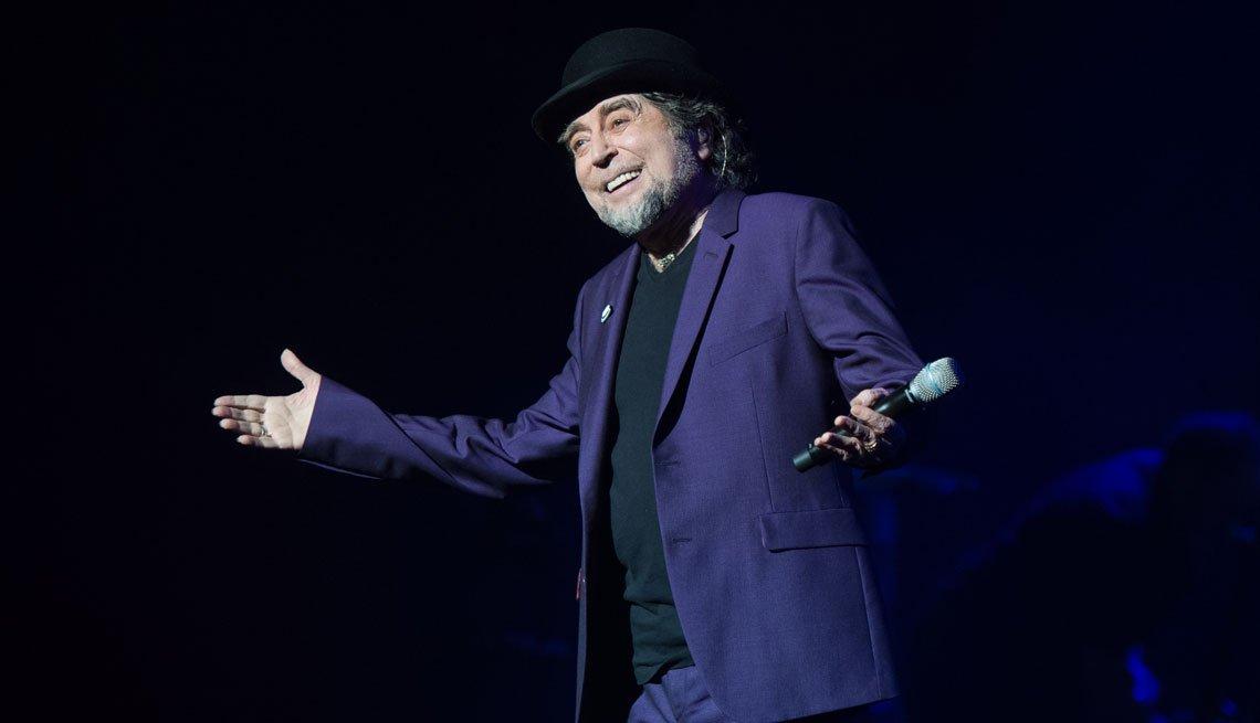 item 7, Gallery image. Cantautor español Joaquín Sabina en el escenario.