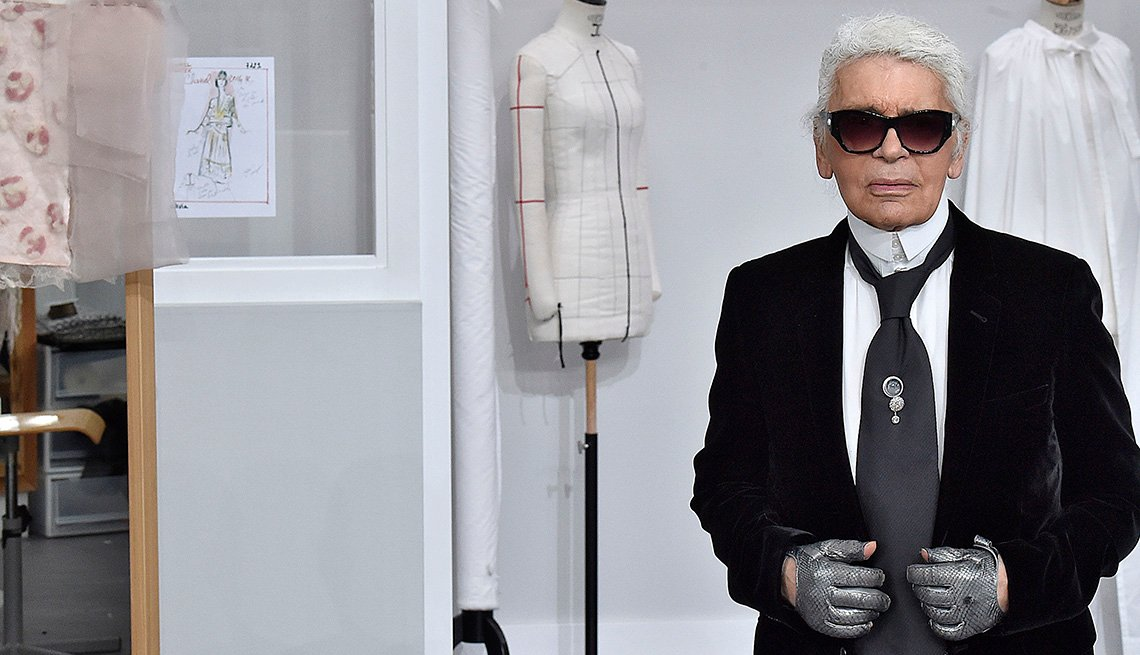 Karl Lagerfeld standing in front of mannequins