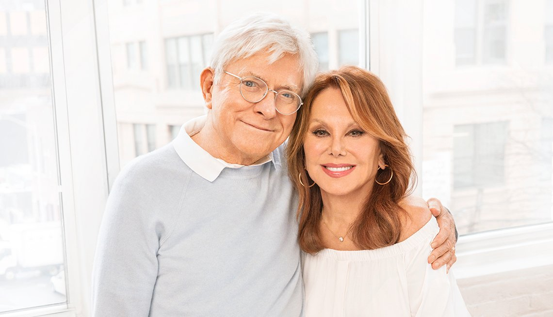 phil donahue and marlo thomas in their home