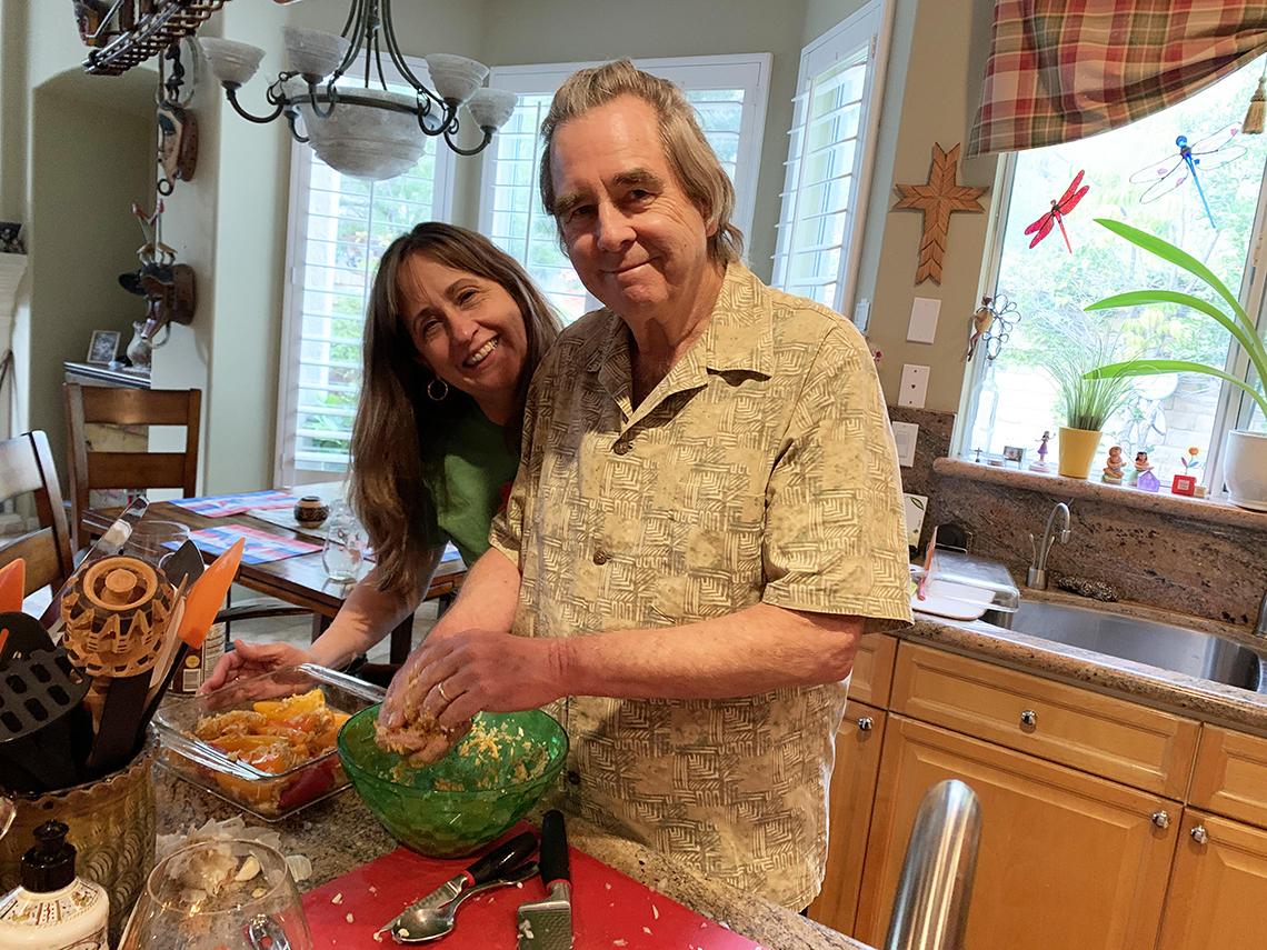 Beau Bridges cocinando con su esposa Wendy