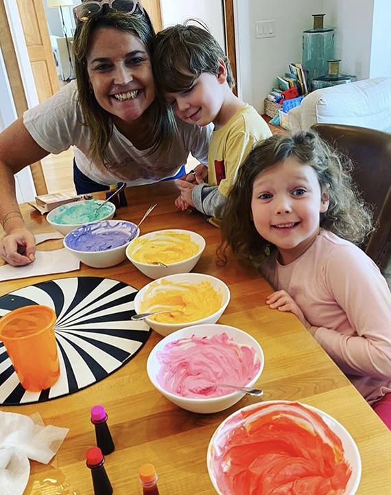Presentadora de Today Show de NBC, Savannah Guthrie con sus hijos.
