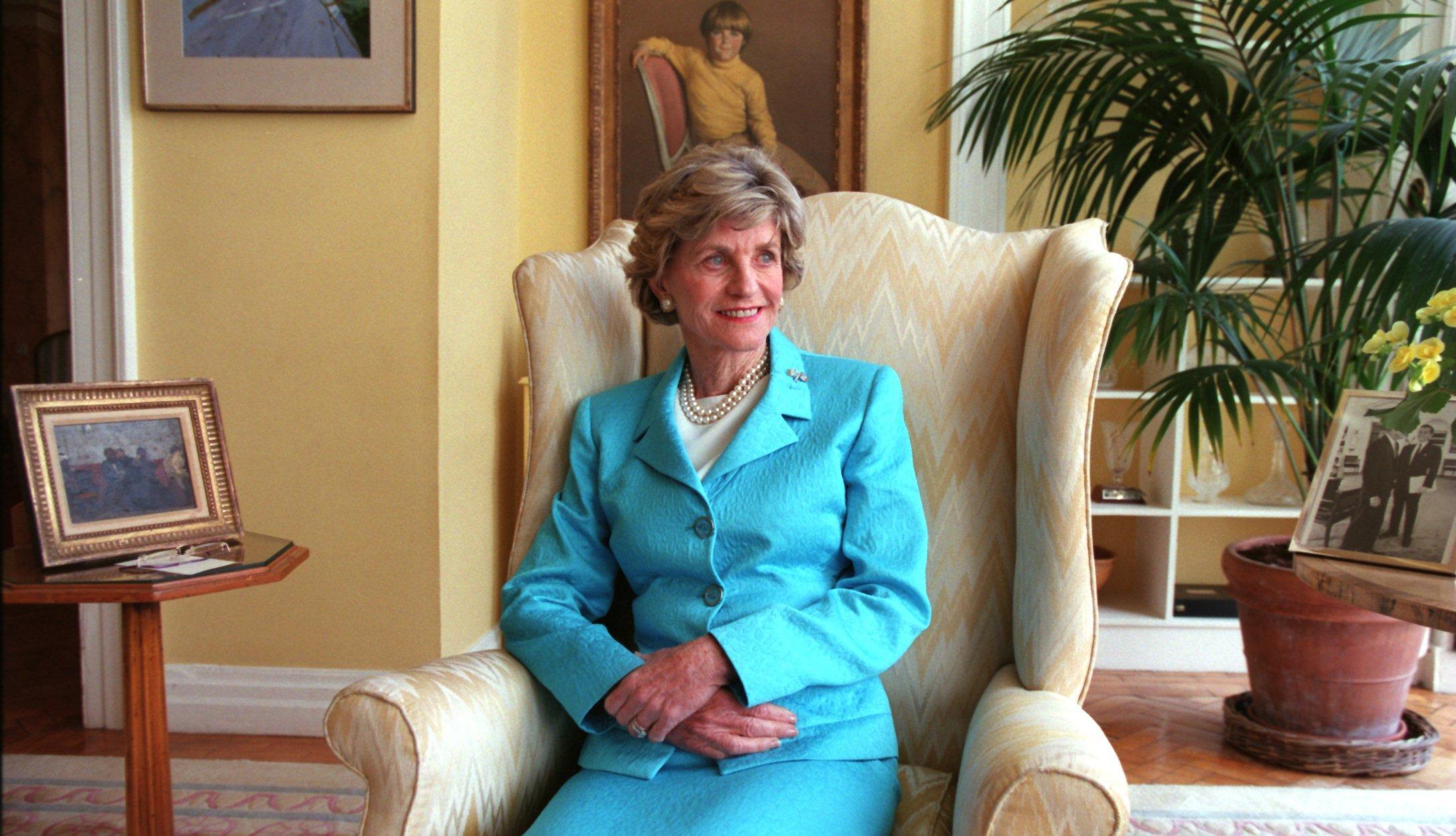 item 42 of Gallery image - La embajadora para EE.UU. Jean Kennedy Smith.