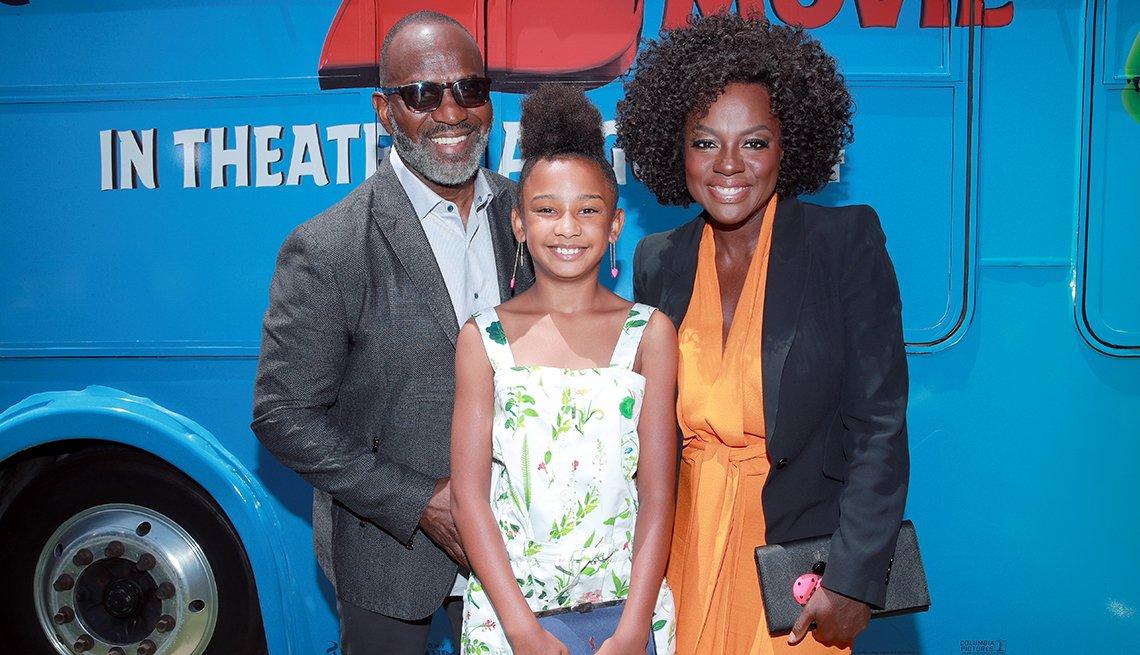 Viola Davis en la alfombra roja con su esposo Julius Tennon y su hija Genesis Tennon.