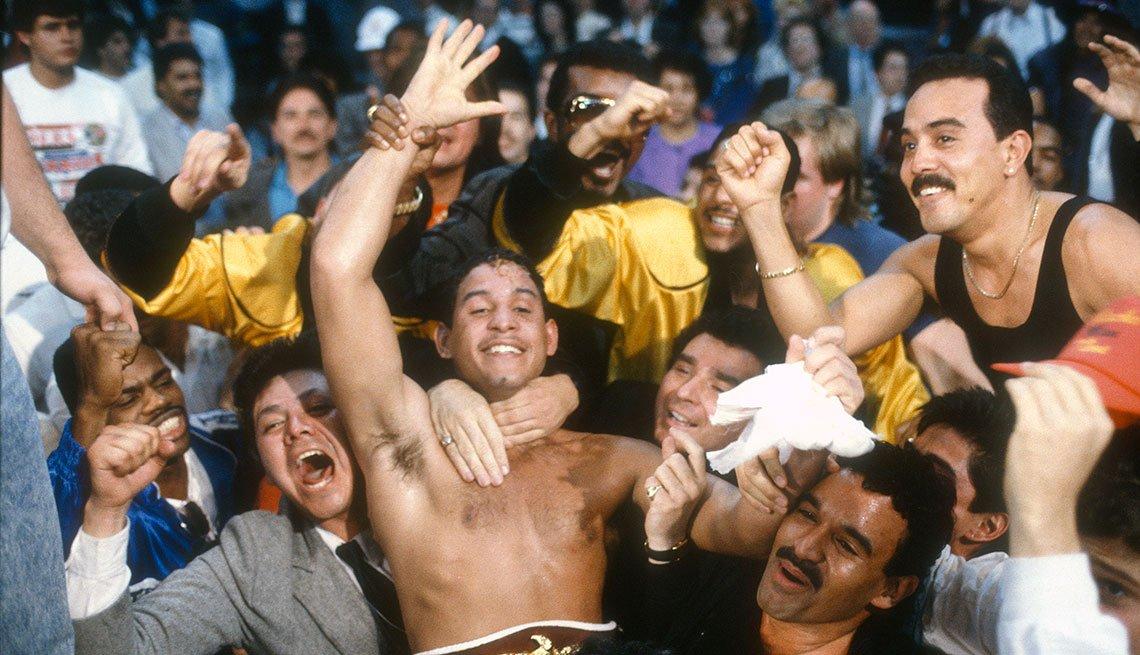 item 1 of Gallery image - Héctor 'Macho' Camacho después de vencer a Ray Mancini por el título mundial del peso welter, Reno, Nevada, 1989