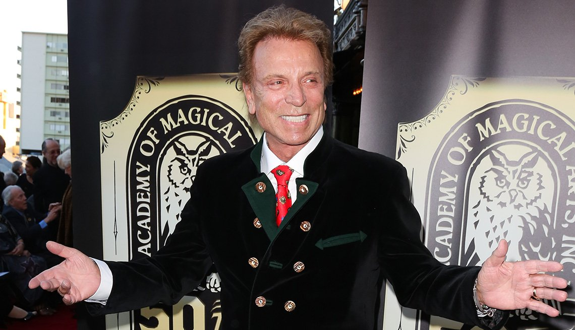item 13 of Gallery image - El maestro ilusionista Siegfried Fischbacher.