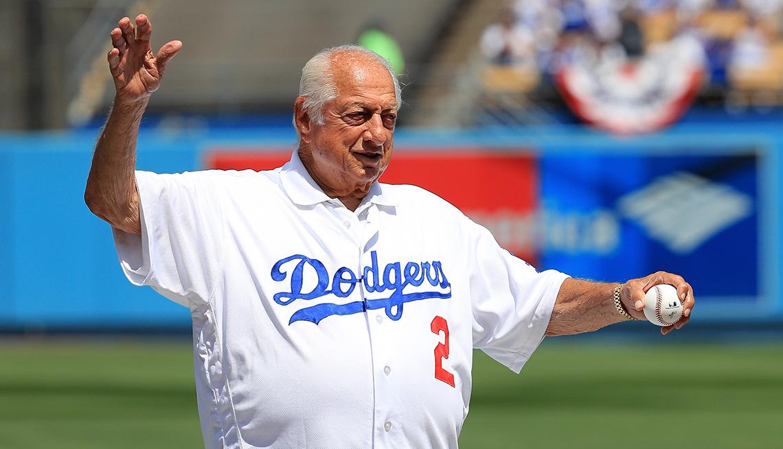 El ex entrenador de los Dodgers de Los Ángeles, Tommy Lasorda.
