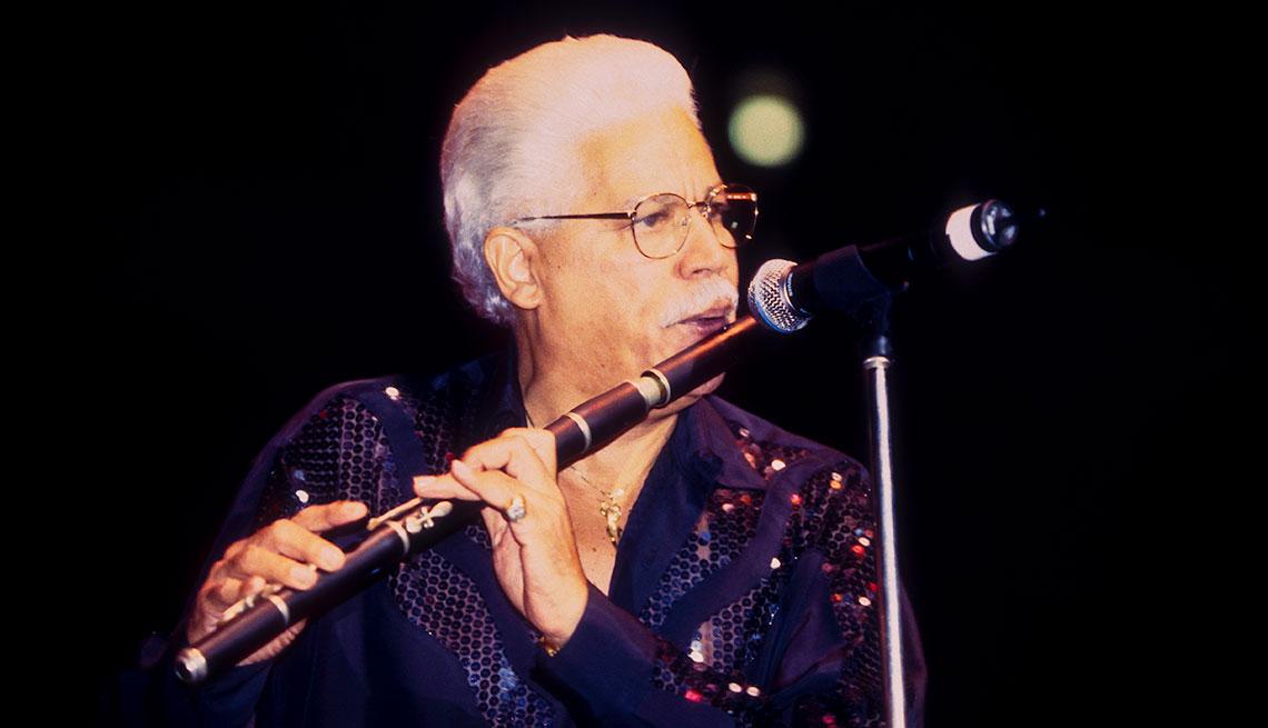 Johnny Pacheco, director de la Fania All Stars, Madison Square Garden, Nueva York, Septiembre 11, 1999