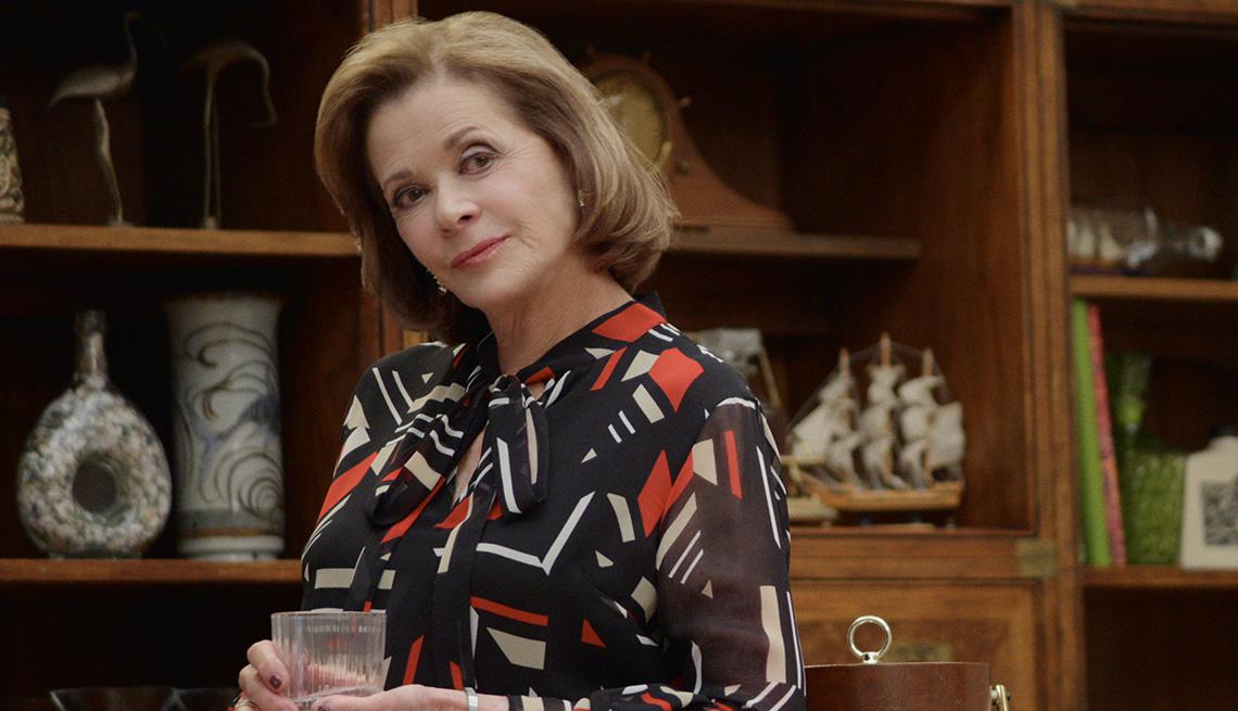 item 27 of Gallery image - La actriz Jessica Walter como Lucille Bluth en el programa de televisión Arrested Development.