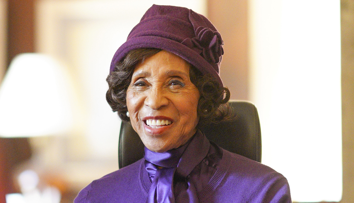 item 8 of Gallery image - actress marla gibbs performing on a tv show