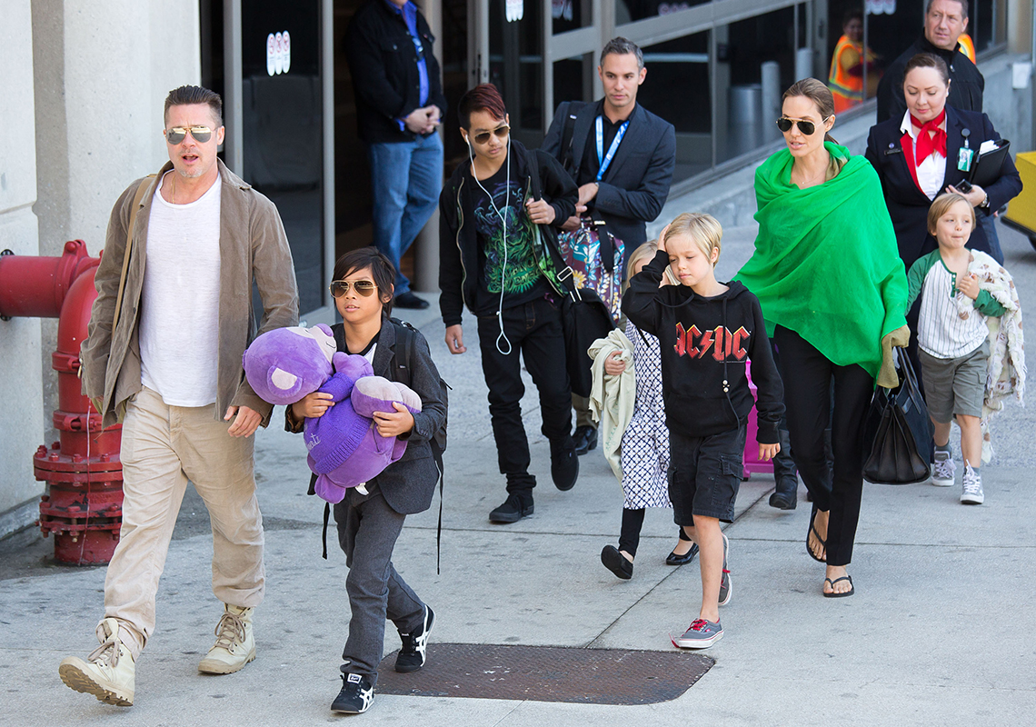 item 10 of Gallery image - Brad Pitt and his family
