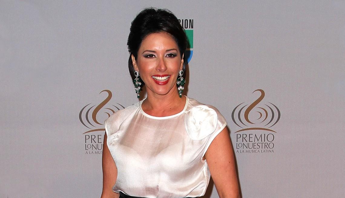 item 8 of Gallery image - Edna Schmidt llega a los Premios Lo Nuestro a La Música Latina 2010 de Univision en el American Airlines Arena el 18 de febrero de 2010 en Miami, Florida.