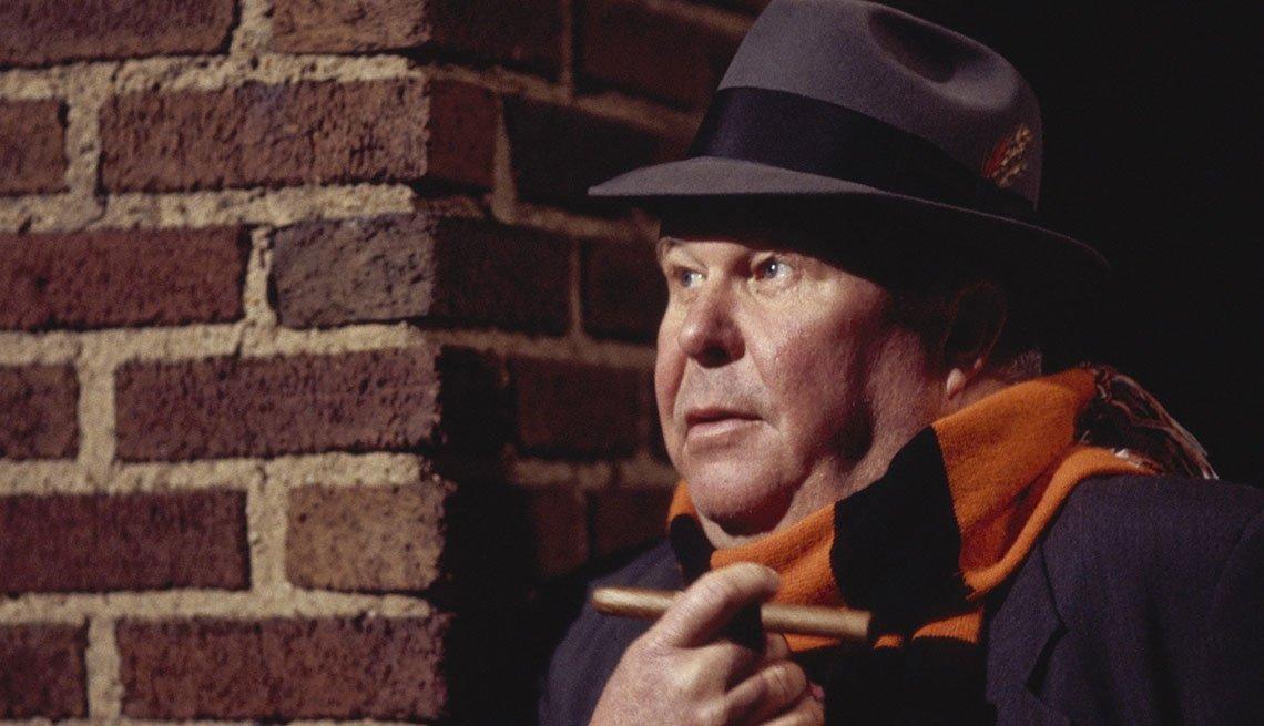 """Ned Beatty como el detective Stan Bolander del programa de televisión """"Homicide: Life on the Streets""""."""