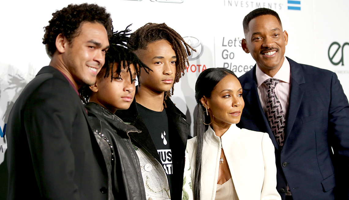 item 5 of Gallery image - Will Smith with his family