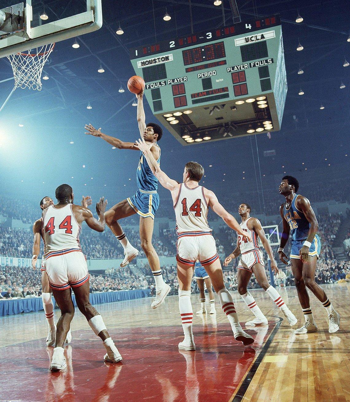 kareem abdul jabbar on his college basketball team