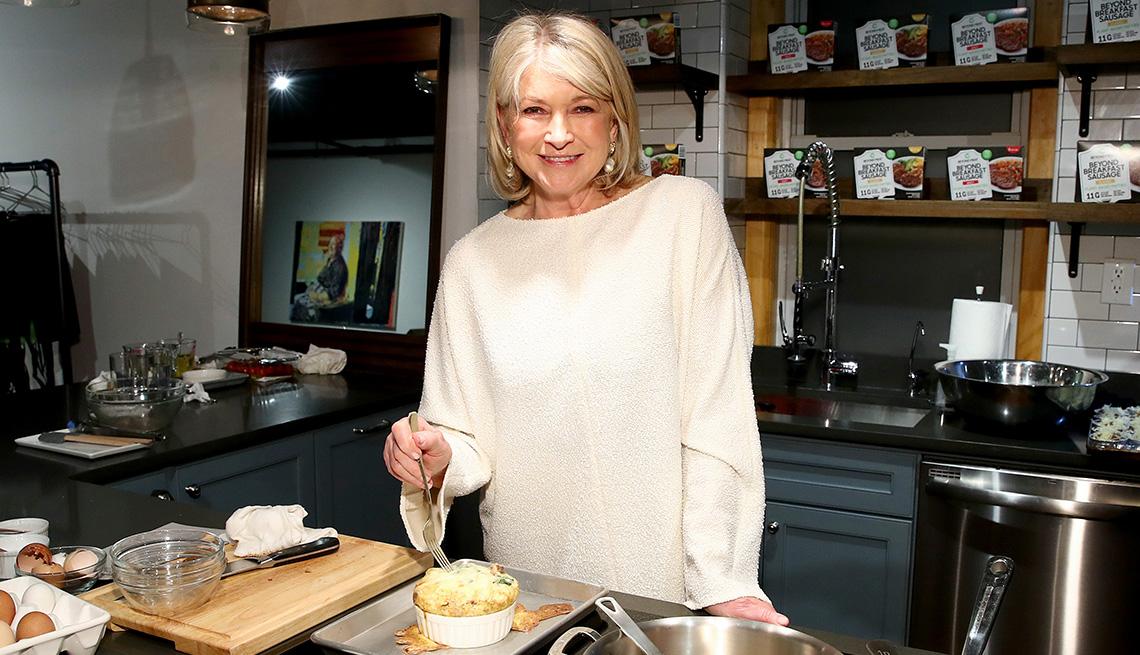 item 1 of Gallery image - Escritora y personalidad de la televisión Martha Stewart.