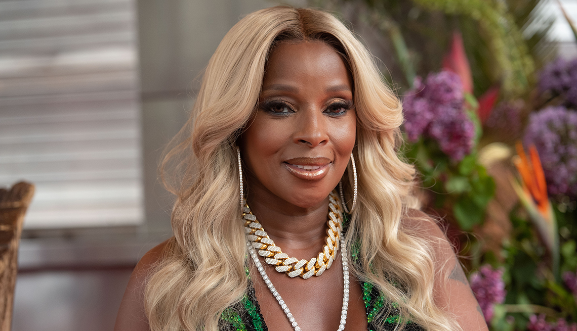 item 1 of Gallery image - Mary J Blige attends a ceremony for induction into the Apollo Walk of Fame