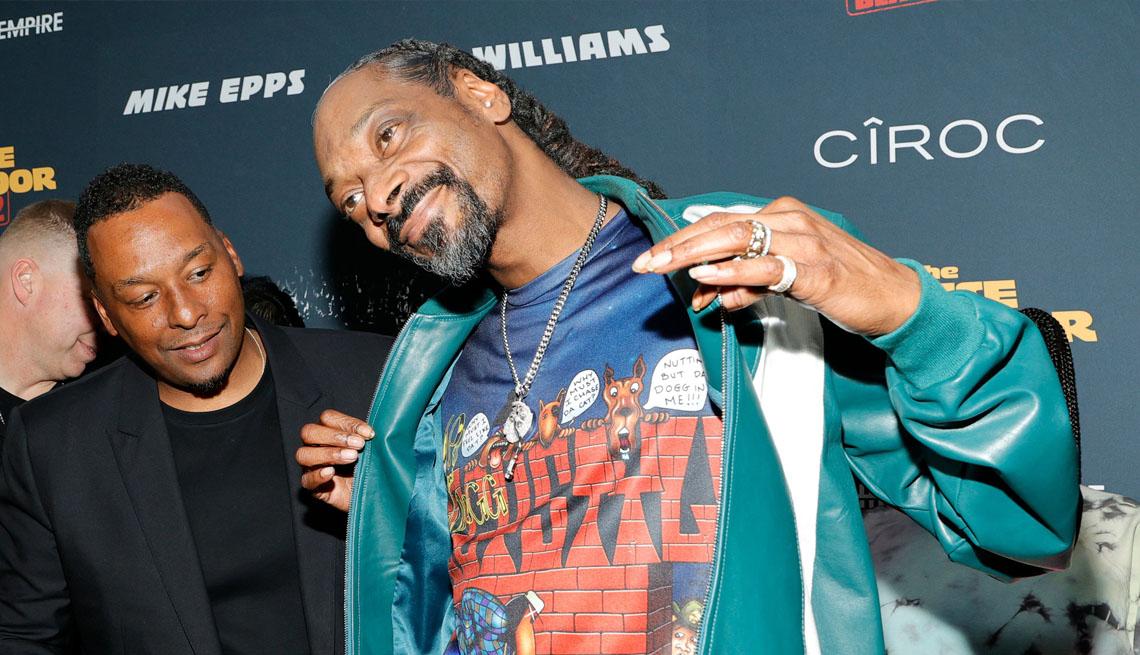 item 12 of Gallery image - El cantante Snoop Dogg junto a Deon Taylor.