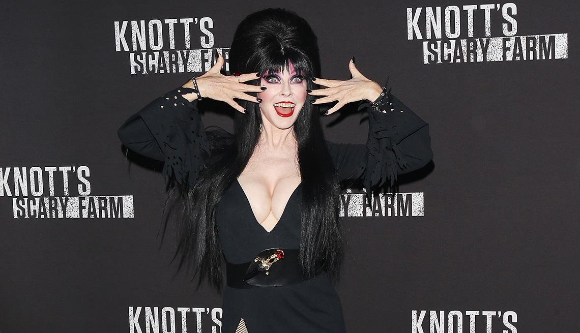 item 5 of Gallery image - La presentadora de películas de terror Elvira.