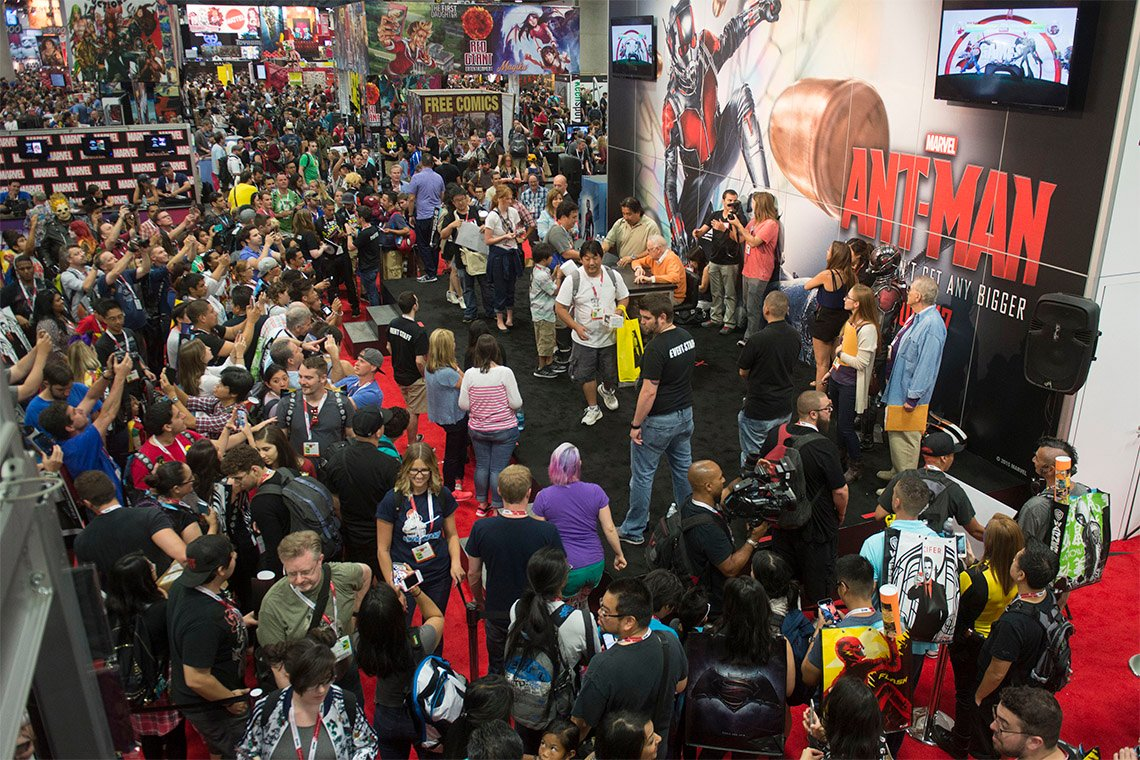 croud of people waiting in line to get autograph from stan lee