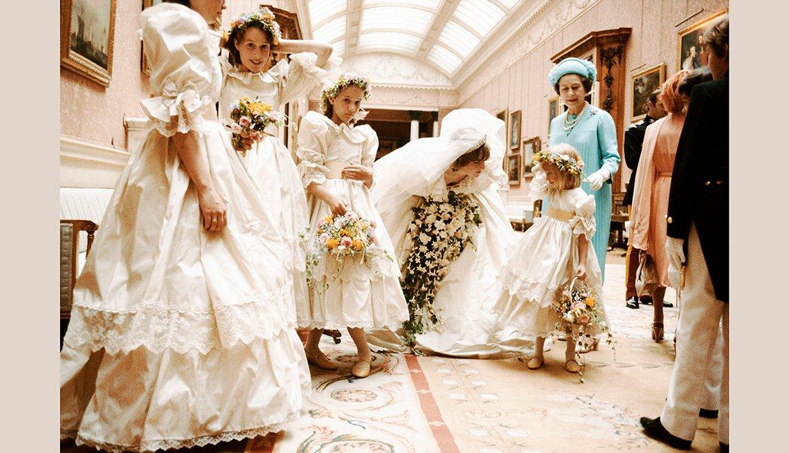 Princesa de Wales el día de su boda con la reina Elizabeth II