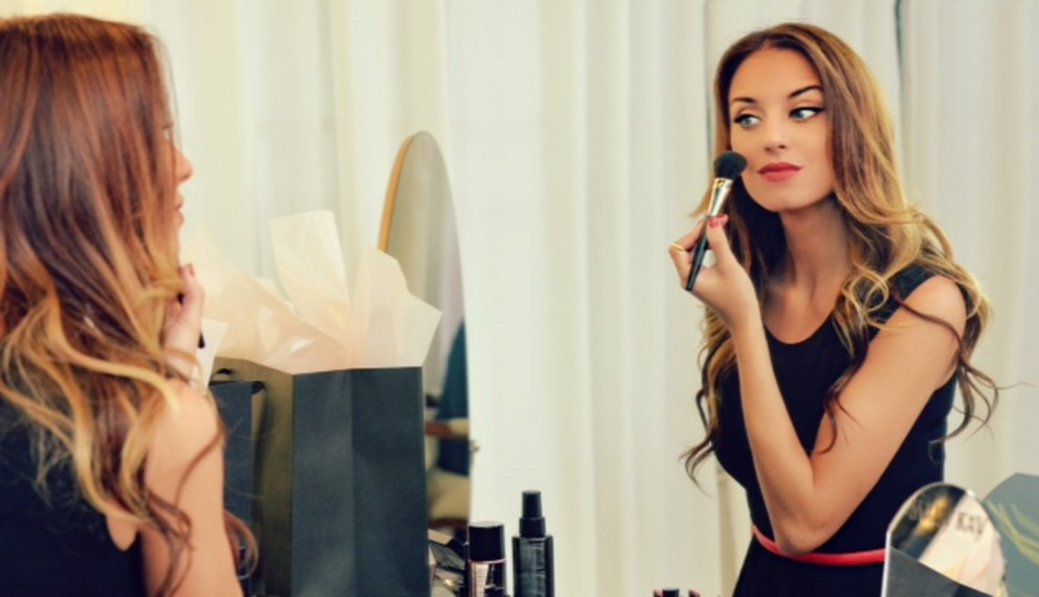 Mariela Bagnato maquillándose y siguiendo sus consejos